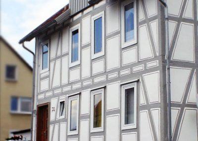 Fachwerkhaus mit grauen Balken