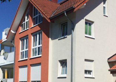 Mehrfamilienhaus mit Außenanstrich